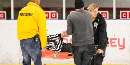 Anton Skarby fördes ut via ismaskinsgaraget i väntan på ambulansens ankomst