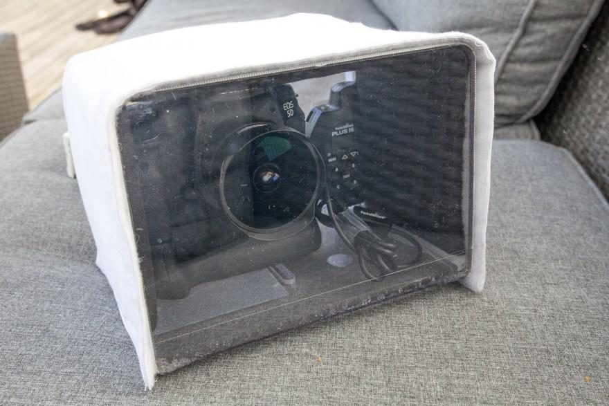 kameralådan riggad med kamera, objektiv och mottagare