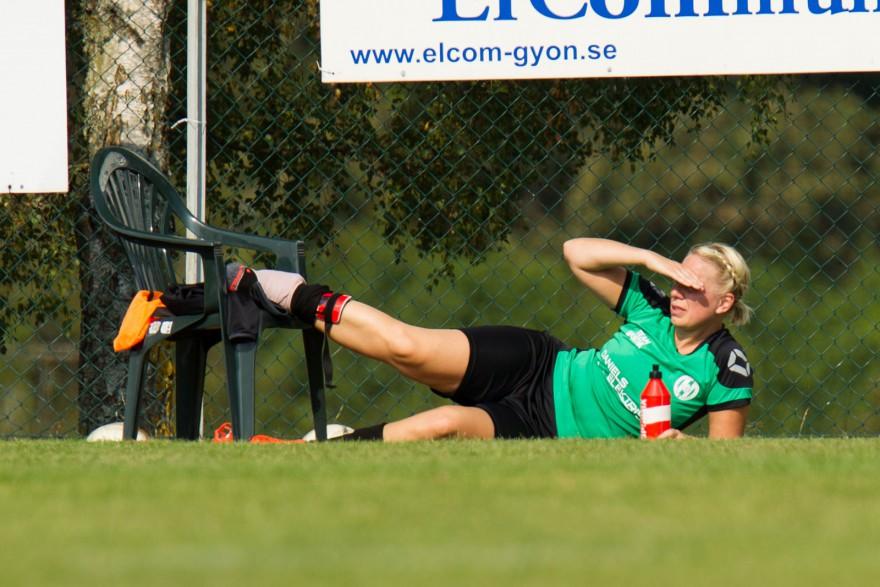 Nina Grüner fick avsluta matchen i vågrätt läge vid sidlinjen