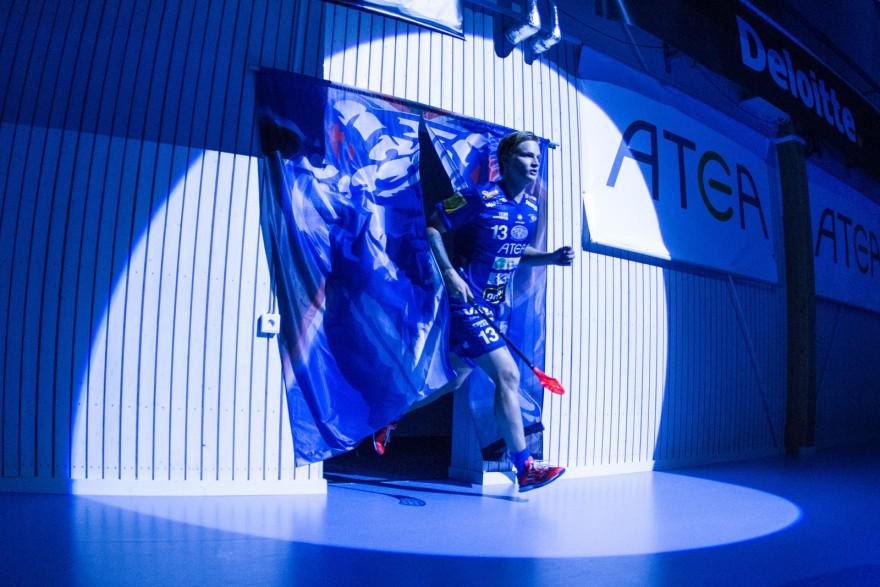 Växjö 13 Ludwig Persson på introt under matchen i SSL mellan Växjö och Karlstad på Fortnox Arena i VÄXJÖ den 25 september ( Foto: Lars Nilsson / Pic-Agency )