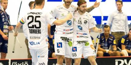 Dalen 6 Mattias Wallgren skriker ut sin glädje efter kvitteringen till 2-2 under matchen i SSL mellan Växjö och Dalen på Fortnox Arena i VÄXJÖ den 16 Oktober ( Foto: Lars Nilsson / Pic-Agency )