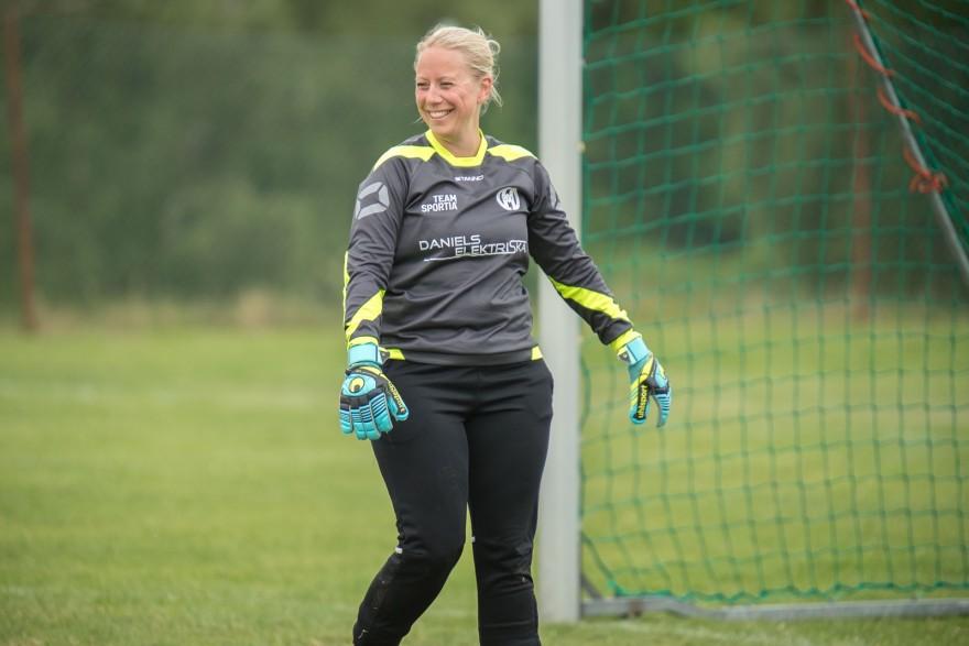 Nina Grüner, de leende målvakten trots att hon fick vittja sitt målnät åtta gånger denna kväll